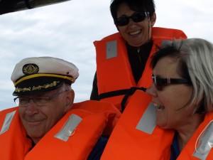 Kapitän Lori mit Frauen Crew