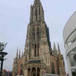 Im 14. Jahrhundert erlebte Ulm einen kräftigen, wirtschaftlichen Aufschwung. So wurde zu dieser Zeit mit dem Bau des Ulmer-Münsters begonnen. Der Ulmer Münsterturm ist mit 162.6m der höchste Kirchturm der Welt.